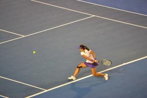 Li Na returns serve in the second set